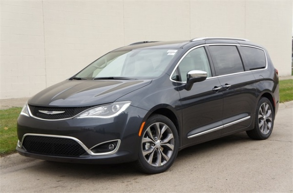 2020 Chrysler Pacifica in Oak Park, MI