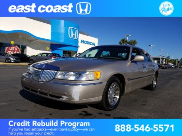 2002 Lincoln Town Car in Myrtle Beach, SC