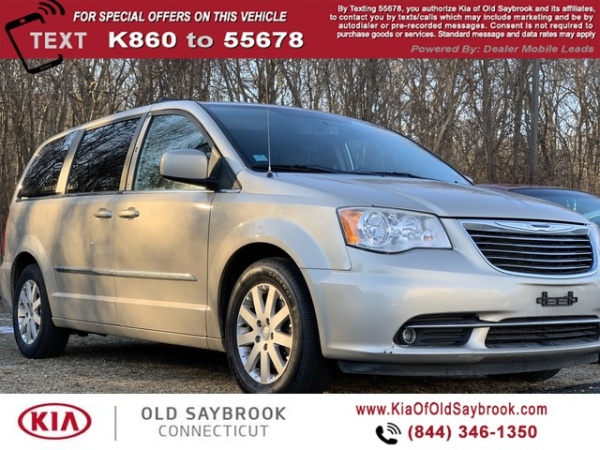 2013 Chrysler Town & Country in Old Saybrook, CT