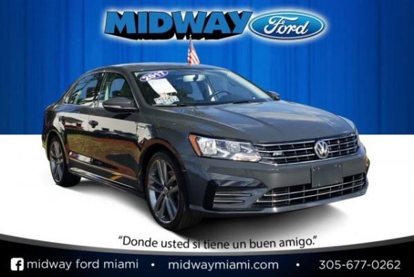 2017 Volkswagen Passat in Miami, FL