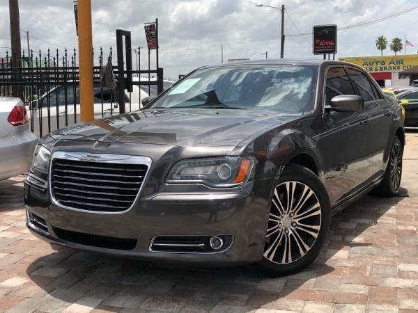 2013 Chrysler 300 in Tampa, FL