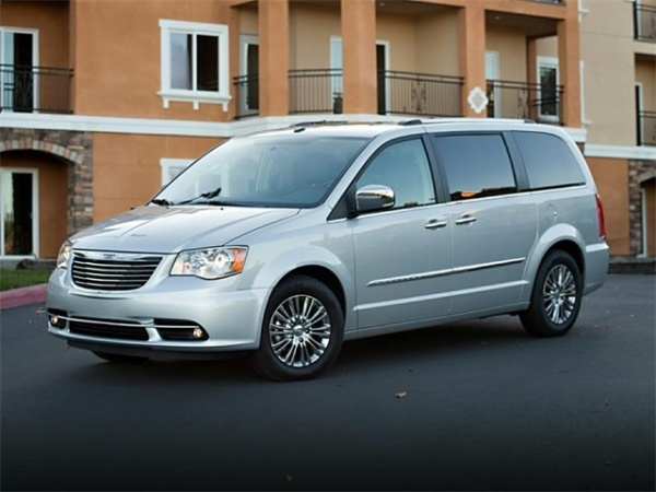 2014 Chrysler Town & Country in Ferndale, MI