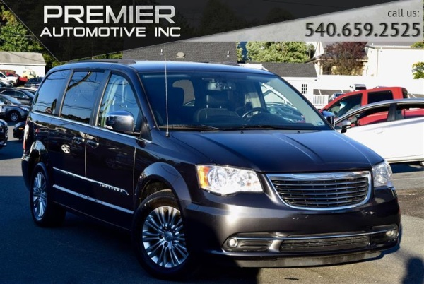 2015 Chrysler Town & Country in Dumfries, VA