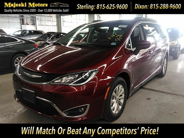2018 Chrysler Pacifica in Sterling, IL