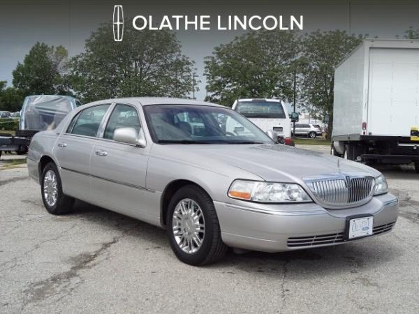 2009 Lincoln Town Car in Olathe, KS