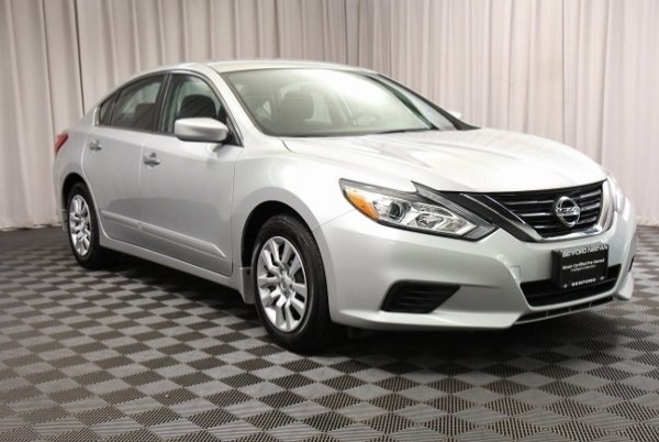 2016 Nissan Altima in Bedford, OH