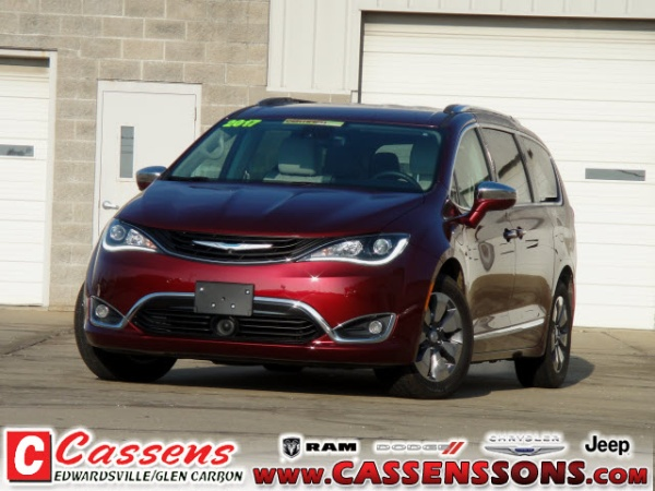 2017 Chrysler Pacifica in Glen Carbon, IL