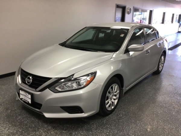 2016 Nissan Altima in Albert Lea, MN