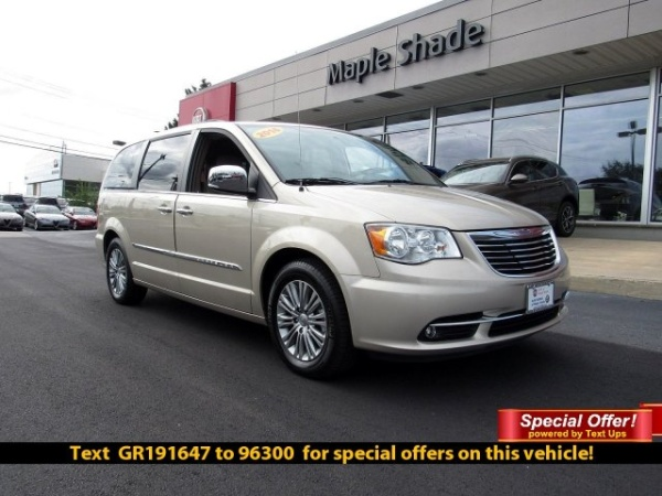 2016 Chrysler Town & Country in Maple Shade, NJ