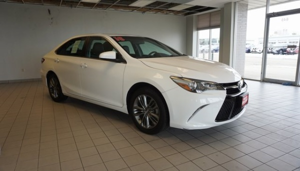 2016 Toyota Camry in Dubuque, IA