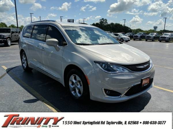 2017 Chrysler Pacifica in Taylorville, IL