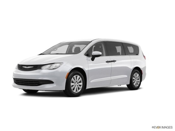 2020 Chrysler Voyager in Shorewood, IL