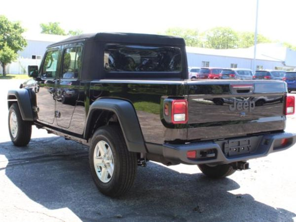 2020 Jeep Gladiator in Manistee, MI