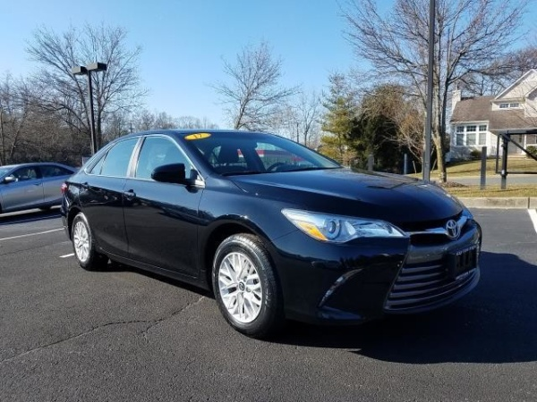 2017 Toyota Camry in Smithtown, NY