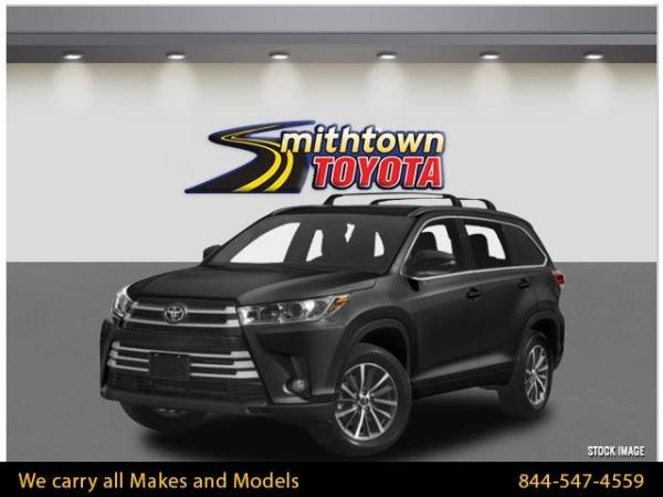2019 Toyota Highlander in Smithtown, NY