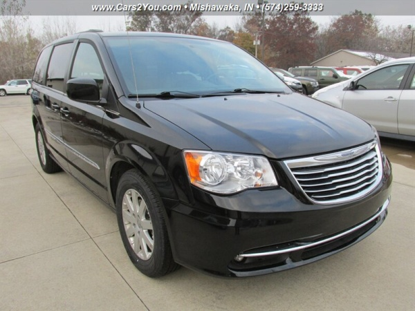 2016 Chrysler Town & Country in Mishawaka, IN