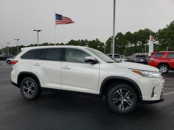 2019 Toyota Highlander in Daphne, AL