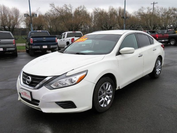 2017 Nissan Altima in Whitehall, OH