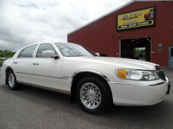 used lincoln town car for sale in pittsburgh pa u s news world report. Black Bedroom Furniture Sets. Home Design Ideas