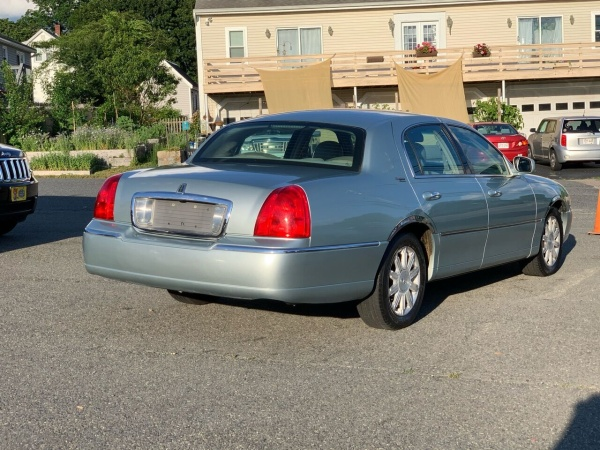 2007 Lincoln Town Car in Milford, MA