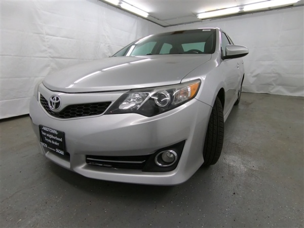 2013 Toyota Camry in Chicago, IL