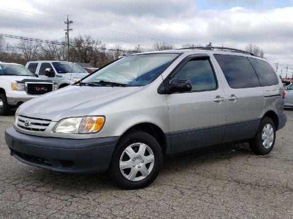 2002 Toyota Sienna in Fairfield, OH