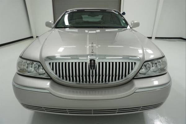 2004 Lincoln Town Car in Webster, TX