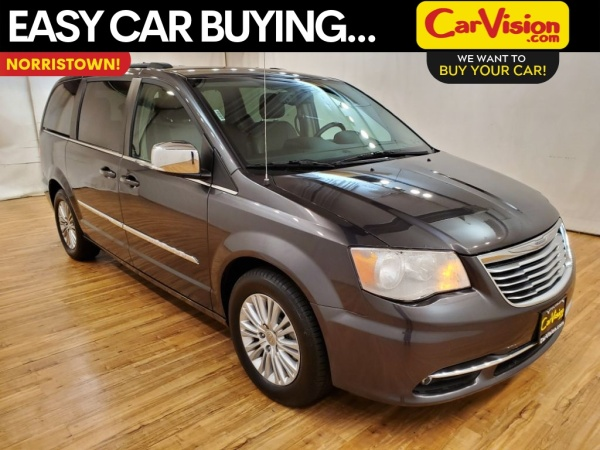 2016 Chrysler Town & Country in Norristown, PA