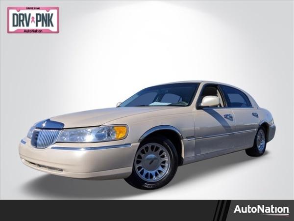1999 Lincoln Town Car in Memphis, TN