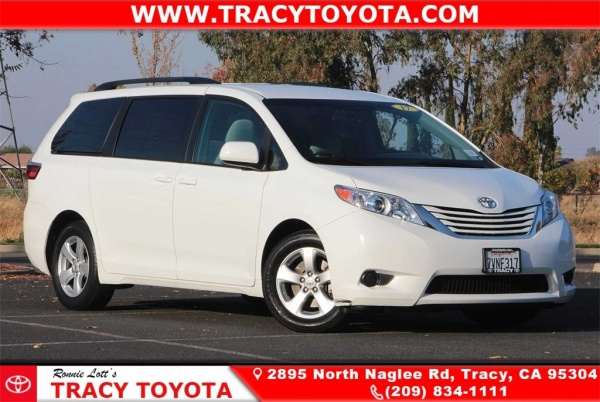 2017 Toyota Sienna in Tracy, CA