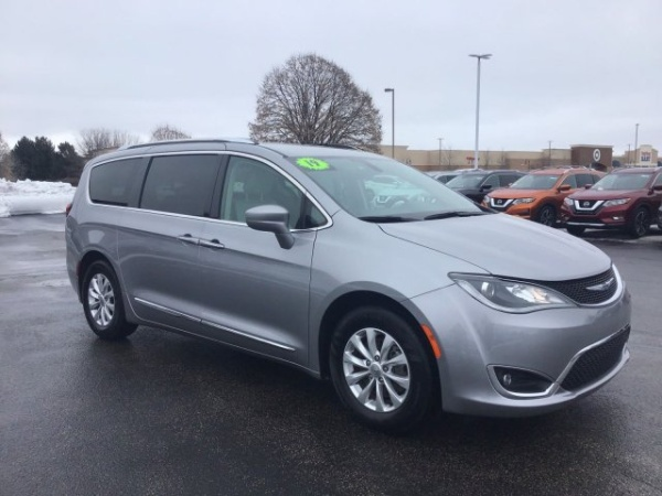 2019 Chrysler Pacifica in Crystal Lake, IL