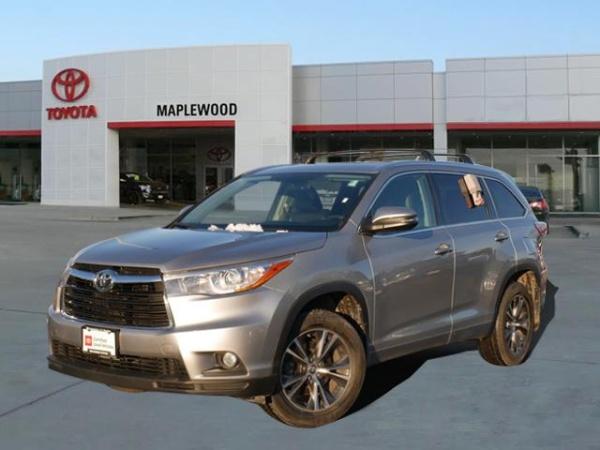 2016 Toyota Highlander in Maplewood, MN