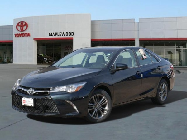 2017 Toyota Camry in Maplewood, MN