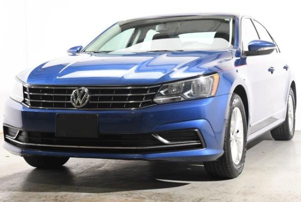 2016 Volkswagen Passat in Branford, CT