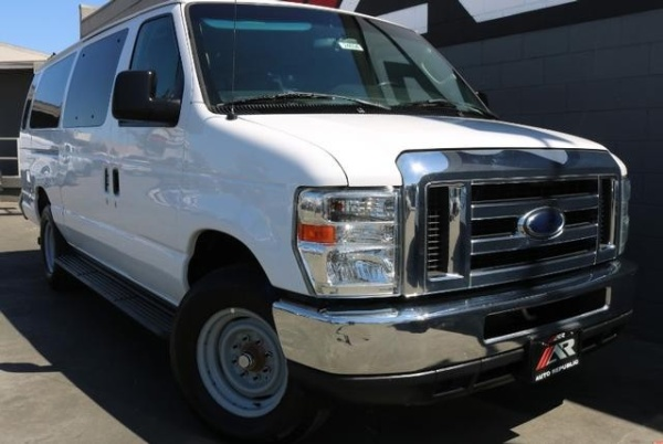 2013 Ford Econoline Wagon E-350 Super Duty XLT