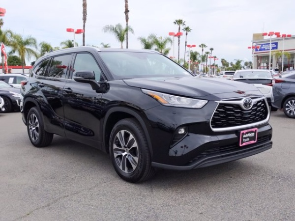 2020 Toyota Highlander in Buena Park, CA