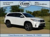 2019 Toyota Highlander LE I4 FWD for Sale in Denison, TX