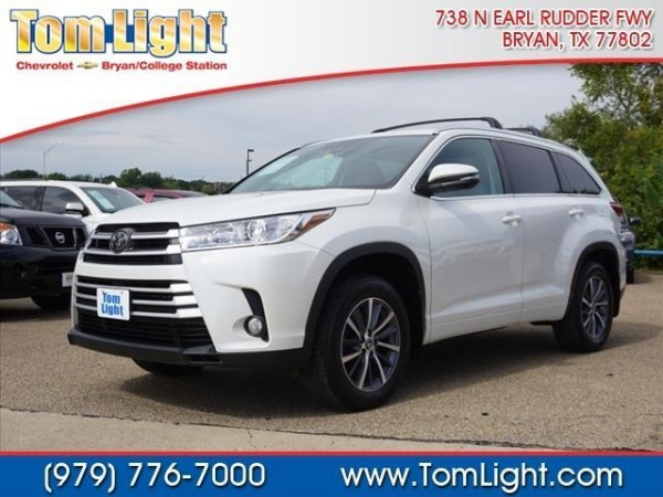 2017 Toyota Highlander in Bryan, TX