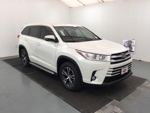 2019 Toyota Highlander in Pharr, TX