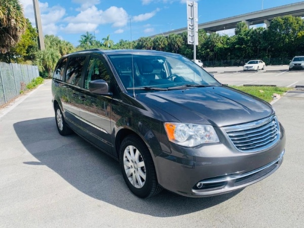 2016 Chrysler Town & Country in Miami, FL