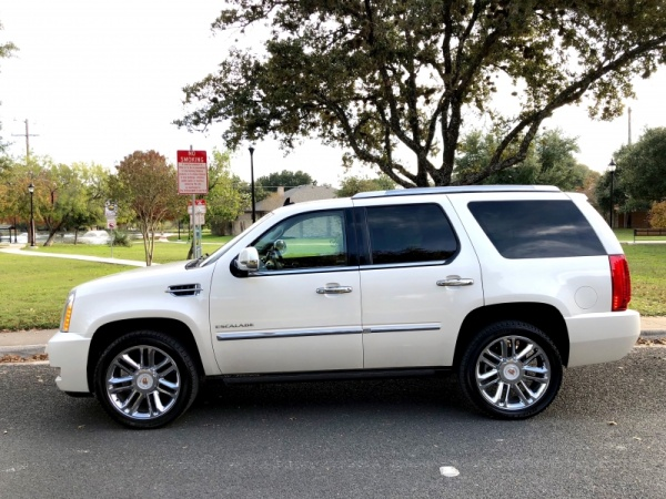 2013 Cadillac Escalade in San Antonio, TX