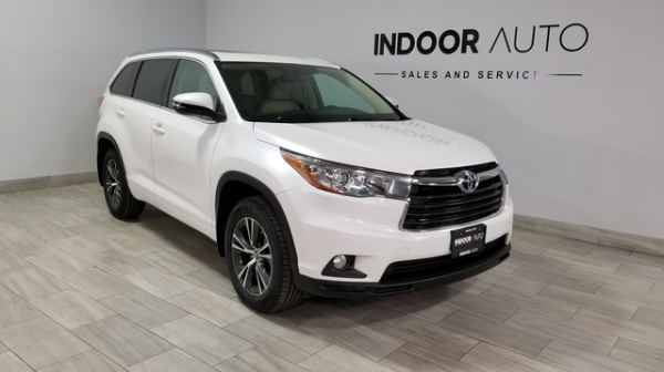 2016 Toyota Highlander in Medina, MN