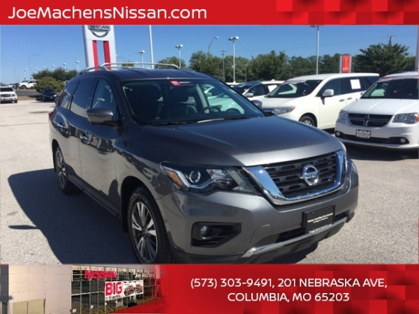 2017 Nissan Pathfinder in Columbia, MO