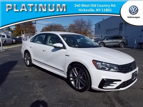 2017 Volkswagen Passat in Hicksville, NY