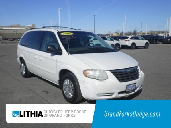 2006 Chrysler Town & Country in Grand Forks, ND