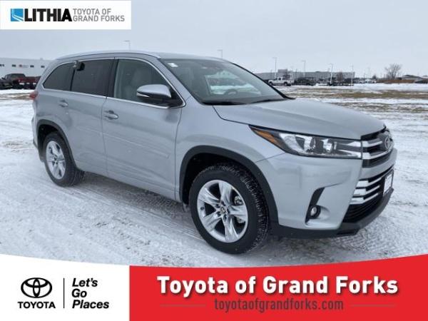 2019 Toyota Highlander in Grand Forks, ND