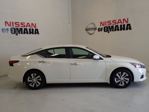 2020 Nissan Altima in Omaha, NE