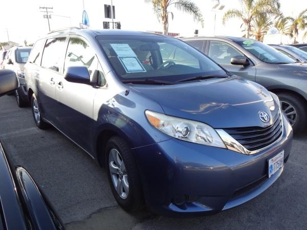 2013 Toyota Sienna in Hawthorne, CA