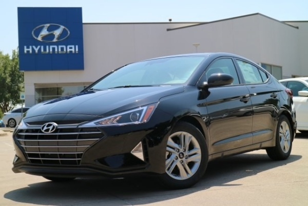 2020 Hyundai Elantra in Arlington, TX