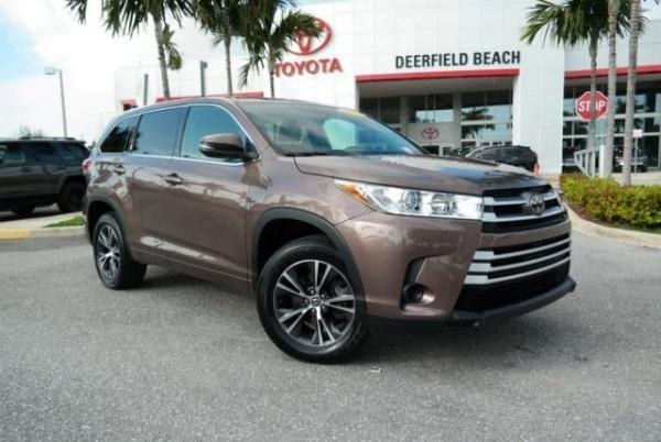 2018 Toyota Highlander in Deerfield Beach, FL
